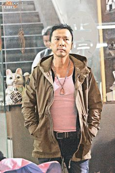 Donnie Yen surrounded by 10,000 people in Shenzhen