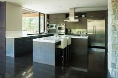 If you haven't figured it out by now, I'm a huge fan of kitchens with clean countertops and lots of storage.