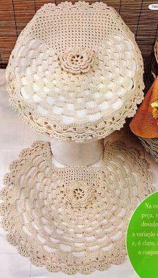With pink woven crochet: bath set Crochet Home Decor, Crochet Crafts, Crochet Doilies, Crochet Stitches, Crochet Projects, Love Crochet, Beautiful Crochet, Knit Crochet, Crochet Designs