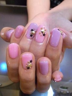 Love the stars, studs, placement, and even the colors. But if I try this it will definitely be black with silver stars ^^