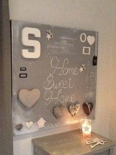 """Grande toile en coton gris clair,forme carrée...inscription """"Home Sweet Home""""...décoration épurée,couleur blanche majoritaire..avec des cœurs,des étoiles : Décorations murales par celine-orgiazzi"""