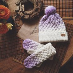 Knitted hat and mittens by Svetlana Selivanova
