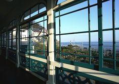 見る洋館から使う洋館へ。神戸・塩屋の美しく楽しい場所〈旧グッゲンハイム邸〉|「colocal コロカル」ローカルを学ぶ・暮らす・旅する