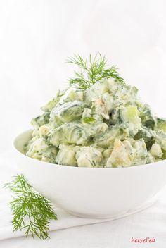 Dieser Sommersalat mit Gurke, Avocado, Feta und Dill ist so cremigund macht so satt, dass man nichts anderes mehr braucht!