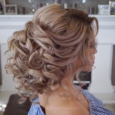 Hair Styles Teaching this gorgeous over-sized romantic bridal updo ✨LIVE ONLINE TOMORROW✨ Sunday April 30 on .com at pst by req. Bridal Hair Updo, Wedding Hair And Makeup, Hair Makeup, Quince Hairstyles, Bride Hairstyles, Medium Hair Styles, Curly Hair Styles, Peinado Updo, Romantic Updo