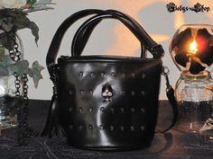 Gothic Bag Vintage Style Totenkopf Nieten schwarz mit Quaste