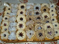 Rozi Erdélyi konyhája: Linzer Hungarian Desserts, Christmas Goodies, Food And Drink, Cooking Recipes, Sweets, Cakes, Gastronomia, Gummi Candy, Cake Makers
