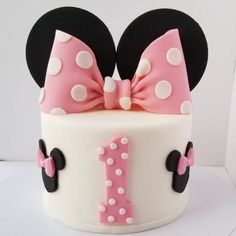 Edible Fondant Minnie Bow and Ears Cake Topper - Hot Pink Edible Fondant Minnie Bow and Ears Cake Topper - Hot Pink <br> Mini Mouse Birthday Cake, Minnie Mouse First Birthday, Mickey Birthday, First Birthday Cakes, 2nd Birthday, Birthday Ideas, Bolo Da Minnie Mouse, Pink Minnie, Minnie Mouse Cake Topper