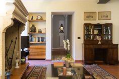 La sala del camino Hotel degli oleandri Sirmione Hotel Interiors, Bookcase, Entryway, Shelves, Furniture, Home Decor, Shelving, Homemade Home Decor, Entrance