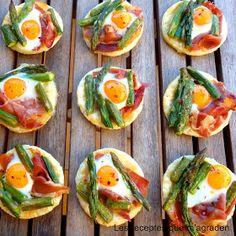 Les receptes que m'agraden: Mini cocas de jamón, espárragos y huevos de codorniz