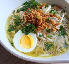 Eén van onze favoriete (maaltijd)soepen is Surinaamse saoto soep. Diner Recipes, Asian Recipes, Soup Recipes, Healthy Recipes, Beef Recipes, Easy Recipes, Healthy Food, Exotic Food, Dinner Dishes