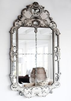 Vintage mirror and lots of vintage design inspiration! Mirror Inspiration, Diy Inspiration, Mirror Ideas, Vintage Mirrors, Vintage Decor, Fancy Mirrors, Rustic Mirrors, Vintage Style, Beautiful Mirrors