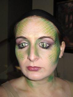 green makeup for medusa- Check out the eyes drawn on eyelids ! Medusa Makeup, Kiss Makeup, Eye Makeup, Halloween Makeup, Halloween Fun, Diy Costumes, Halloween Costumes, Costume Ideas, Medusa Headpiece