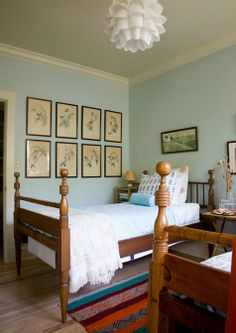 twin beds and prints
