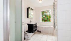 Platsbyggt badkar, funkisvilla uppförd 1938.