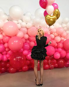 70 best Ideas for wedding backdrop balloons decor Balloon Backdrop, Balloon Garland, Balloon Decorations, Birthday Decorations, Balloon Ideas, Balloon Columns, Birthday Ideas, Balloon Designs, Ceremony Backdrop