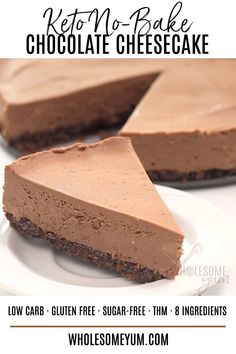 Keto Low Carb No Bake Chocolate Cheesecake Recipe - An easy no bake chocolate cheesecake recipe with 20 minute prep! Keto low carb chocolate cheesecake has just 5 ingredients in the crust & 4 in the filling. Keto Low Carb No Bake Chocolate Cheesecake Reci Keto No Bake Cheesecake, No Bake Chocolate Cheesecake, Keto Cake, Brownie Cheesecake, Dessert Chocolate, Healthy Cheesecake Recipes, Chocolate Frosty, Calories In Cheesecake, Vegan Cake