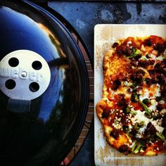 How to make homemade grilled pizza. Grilled Pizza, How To Make Homemade, Vegetable Pizza, Grilling, Bbq, Beverages, Favorite Recipes, Healthy Recipes, Cooking