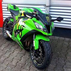 2012 Kawasaki Ninja Monster Energy it is badass! Motos Kawasaki, Kawasaki Zx10r, Kawasaki Motorcycles, Cool Motorcycles, Triumph Motorcycles, Kawasaki Ninja Zx6r, Monster Energy, Super Bikes, Cb 600 Hornet