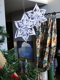 Paper stars, need to hang these in my dining room for X-mas dinner. Very easy and cheap.