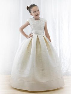 Flower girl dress. Miquel Suay.