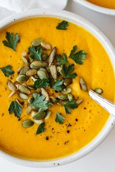 Roasted Butternut Squash Soup is the perfect Thanksgiving, fall and winter soup recipe. It's easy, flavorful and ultra creamy! Roasted Butternut Squash Soup is the perfect Thanksgiving, fall and winter soup recipe. It's easy, flavorful and ultra creamy! Butternut Squash Soup Vitamix, Butter Squash Soup, Autumn Squash Soup Recipe, Butter Squash Recipe, Roast Butternut Squash Recipes, Roasted Squash Soup, Cooking Recipes, Vitamix Soup Recipes, Paleo Recipes