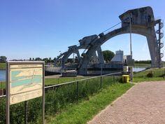 25 mei 2017 - Stuw bij Hagestein, vistrap in de Lek, Fort Everdingen, Culemborg met poort, stadhuis, Jan van Riebeeckhuis en tuin.