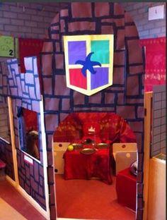 Jet de Bruyne @jetishier De kleuters spelen vol overgave in dit prachtige kasteel! Altijd leuk om de kleuters zo blij te zien in de speelhoek!