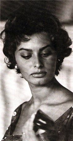 Dedicated to the Italian actress, style icon, bombshell and living legend SOPHIA LOREN! Carlo Ponti, Sophia Loren, Brigitte Bardot, Vintage Hollywood, Classic Hollywood, Trash Film, Divas, Cinema, Italian Actress