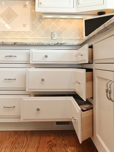 Kitchen Remodels: I would TOTALLY do this before doing a lazy susan corner cabnet.. have never had good luck with those stuff gets pushed behind and you loose stuff so often! this is cool!                                                                                                                                                      Más