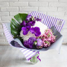 По прошествии лета мы с уверенностью можем сказать, что монстера - это абсолютный хит прошедшего сезона, в нашем инстаграм Вы можете увидеть абсолютно различные комбинации с ней, и даже в розовом и коралловом цвете.Для заказа букета звоните нам на номер 8-962-766-67-87 или пишите в WhatsApp, ждем Вас по адресу ул.Депутатская12 Floral Arrangements, Vegetables, Flower Arrangement, Flower Arrangements, Vegetable Recipes, Veggies, Garland