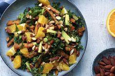 Det herer en af de lækreste salater jeg har fået meget længe. Den er snasket, fyldig, sprød og frisk på en gang. Jeg har bagt nogle gulerødder i ovnen i den skønneste marokkanske dressing, og vendt det rundt med frisk grønkål, appelsin, avocado og sprøde soyamandler. En kombination der var lige i øjet.Min oprindelige plan … Sprouts, Feta, Cantaloupe, Potato Salad, Nom Nom, Food And Drink, Appetizers, Potatoes, Avocado