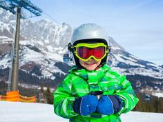 The best tips for skiing with kids All you need to know for skiing with kids, kids ski clothing, where to go, ski school and what you need for toddlers and young kids for family snow travel. Winter Park, Winter Fun, Ski Vacation, Vacation Ideas, Christmas Vacation, Family Christmas, White Christmas, Ski Bunnies, Best Ski Resorts
