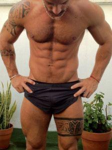 tatouage homme haut de cuisse