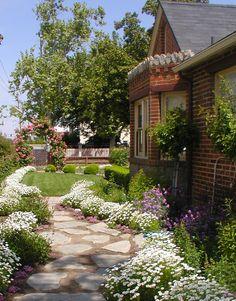 So pretty...Chateau De Fleurs: English Cottage Romance!