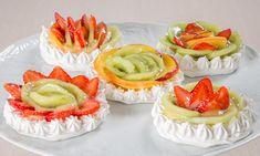 Cestini di meringa con crema pasticcera e frutta