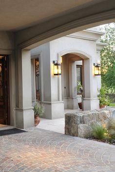 Classic House Exterior, Classic House Design, Estilo Colonial, Summer House Garden, Concrete Interiors, Main Gate Design, House Construction Plan, Home Temple, Modern Country Style