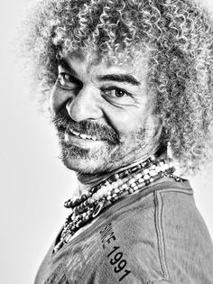Carlos Valderrama - PROTAGONISTA DE LA GRAN FIESTA DEL 5-0 Carlos Valderrama, Football Soccer, Football Players, Black And White Photography, Athletes, Nice, Top, Cool Things, Sports