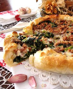 Torta salata con cime di rapa, salsiccia e Asiago http://blog.giallozafferano.it/graficareincucina/torta-salata-con-cime-di-rapa-salsiccia-e-asiago/