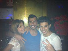Con @nenicuk y el cantante @Angelcapel en #LaPosada en esta noche de domingo @Albertodelacru