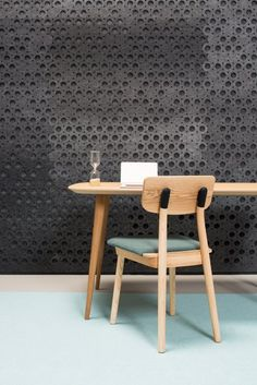 Clip Chair by De Vorm in front of a acoustic PET felt wall. More on: http://www.devorm.nl/stories/look-book