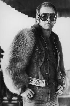 Elton John - Honky Cat http://www.vogue.fr/culture/a-ecouter/diaporama/la-playlist-de-james-vincent-mcmorrow/17526/image/942480#!elton-john-honky-cat