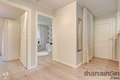 Ihanainen.com sisustussuunnittelu. Lemmikki-kodin eteinen. #koti #sisustus #interiordesign #sisustussuunnittelu #tampere