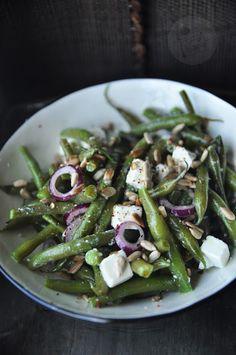 Fasolka szparagowa z fetą Salad Recipes, Snack Recipes, Healthy Recipes, Snacks, Healthy Food, Kitchen Magic, Feta, Asparagus, Green Beans