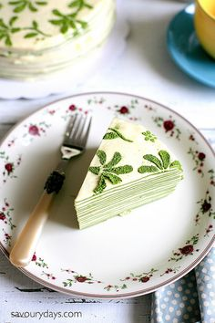 This Matcha Mille Crepe Cake recipe show you how to make a beautiful green tea crepe cake with layers of crepes and custard cream, with video Green Tea Crepe Cake, Green Tea Dessert, Matcha Dessert, Matcha Cake, Sweet Desserts, Sweet Recipes, Delicious Desserts, Cake Recipes, Dessert Recipes
