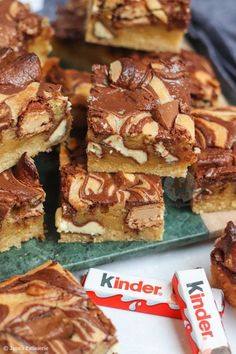 Kinder Bueno Blondies! Tray Bake Recipes, Easy Baking Recipes, Bakery Recipes, Biscoff Recipes, Brownie Recipes, Janes Patisserie, Cookies, Tray Bakes, Yummy Cakes