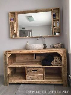 Rustic Creations Out of Used Wood Pallets Give a traditional style decoration taste to your bathroom with this rustic living idea. It is beautifully designed here with the tempting beauty. Wooden Pallet Projects, Wood Pallet Furniture, Rustic Furniture, Wood Pallets, Diy Furniture, Furniture Design, Pallet Ideas, Antique Furniture, Diy Pallet
