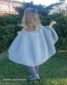 Con hilos, lanas y botones: DIY Capita de punto para niña con trenza y maxipompones Knitting For Kids, Baby Knitting Patterns, Crochet For Kids, Crochet Poncho, Cool Sweaters, Knit Dress, Baby Dress, Lace Skirt, Casual