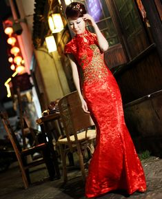 A traditional Chinese wedding dress. Asian Wedding Dress, Vintage Inspired Wedding Dresses, Tea Length Wedding Dress, White Wedding Dresses, Wedding Gowns, Wedding Attire, China, Chinese Wedding Dress Traditional, Chinese Style