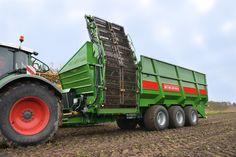 Load 35 tons of beets in under a minute: Bergmann RRW 500 commuter trolley holds 50 cubic meters corresponded to 35 tonnes of beets  -  Læsser 35 ton roer af på under ét minut: Bergmann RRW 500 pendlervogn rummer 50 kubikmeter svarede til 35 ton roer